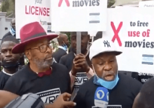 Actor Yemi Solade, Jide Kosoko, Others Protest Against Radisson Blu Hotel Over N50 Million Debt